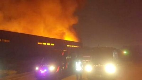 الدار البيضاء .. اندلاع حريق كبير بمستودع للتخزين مخلفا خسائر مادية
