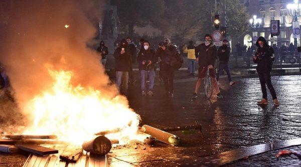 كوفيد-19 ..احتجاجات عنيفة تتواصل بشمال إيطاليا