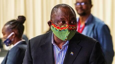 رئيس جنوب إفريقيا يخضع للحجر الصحي .