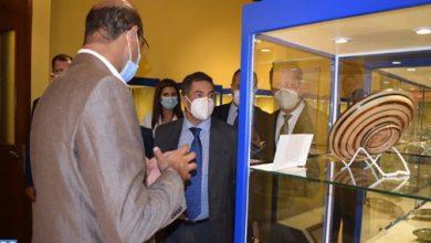 صورة أمزازي يزور المتحف الوطني للخزف بآسفي