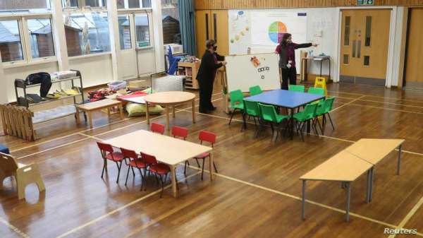 مسؤول بريطاني: لقحوا الأطفال بأسرع ما يمكن لإبقاء المدارس مفتوحة