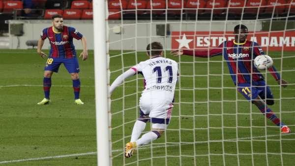دمبيلي يضع برشلونة على بعد نقطة من الصدارة