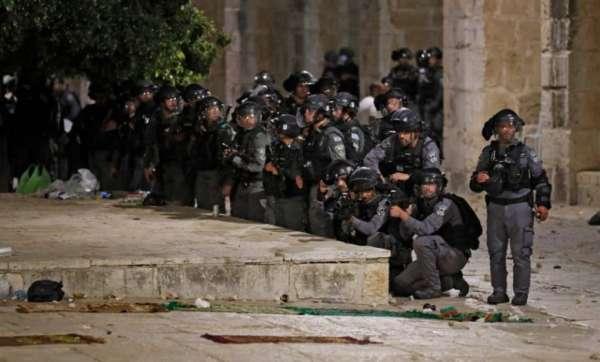 عشرات الإصابات في اعتداءات جيش الاحتلال على المصلين في المسجد الأقصى