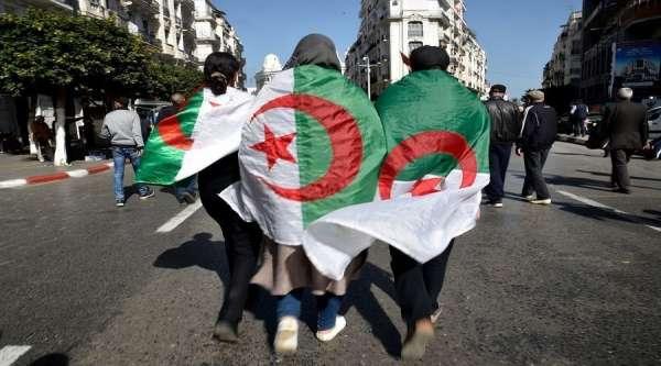 إيقاف العديد من نشطاء الحراك بالجزائر