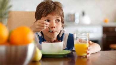 مشاهدة التلفزيون أثناء تناول الطعام