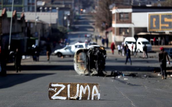 أعمال العنف في جنوب إفريقيا تثير مخاوف بشأن نقص الوقود