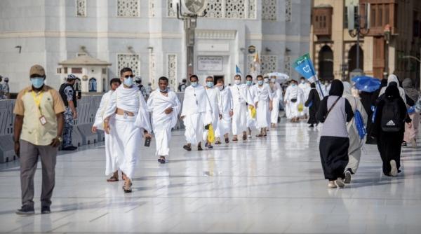 ضيوف الرحمن يتوافدون الى المسجد الحرام لأداء طواف القدوم