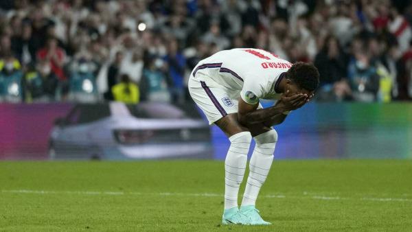 كأس أوروبا: العنصرية تطل برأسها مجددا لإهانة ثلاثي الاخفاق الإنكليزي