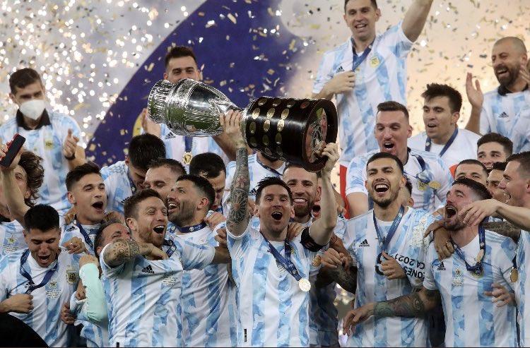 ميسي يتوج أخيرا مع الأرجنتين