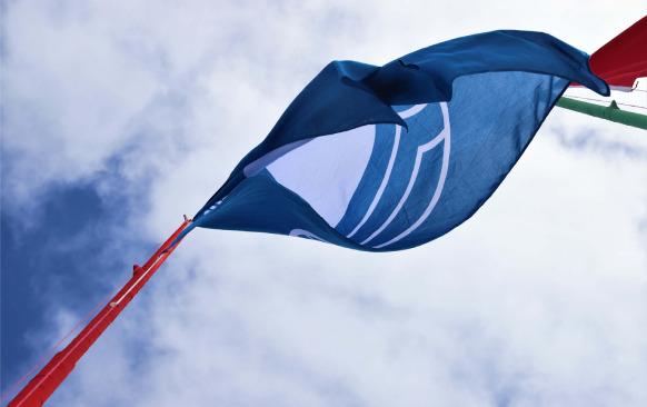تيزنيت- علامة اللواء الأزرق ترفرف من جديد في شاطئ أكلو