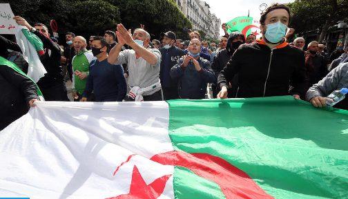 عشرات الجزائريين ينظمون مسيرة بجنيف تنديدا باشتداد القمع في بلادهم