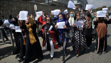 """طالبان ستعلن """"قريبا"""" إطارا تنظيميا يتيح للفتيات العودة إلى المدارس الثانوية"""